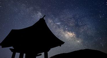 お寺は夜景が綺麗なスポットとして有名な長野の【信濃比叡 廣拯院】