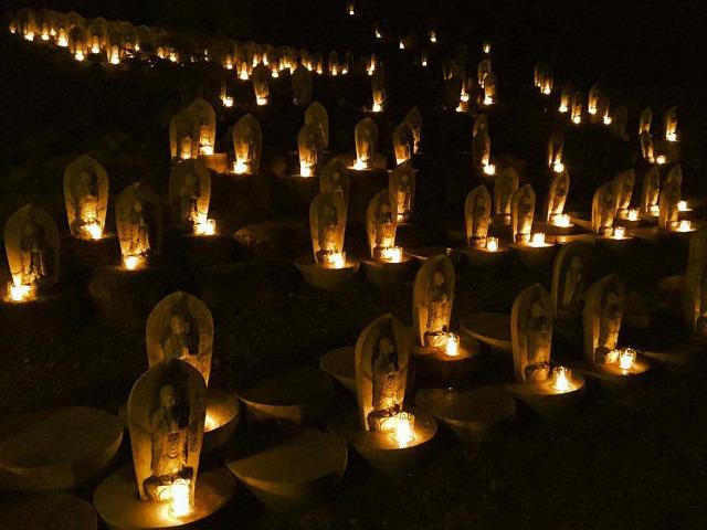 お寺の夜景やライトアップは幻想的!~下伊那で子供から大人まで楽しめる行事を開催~